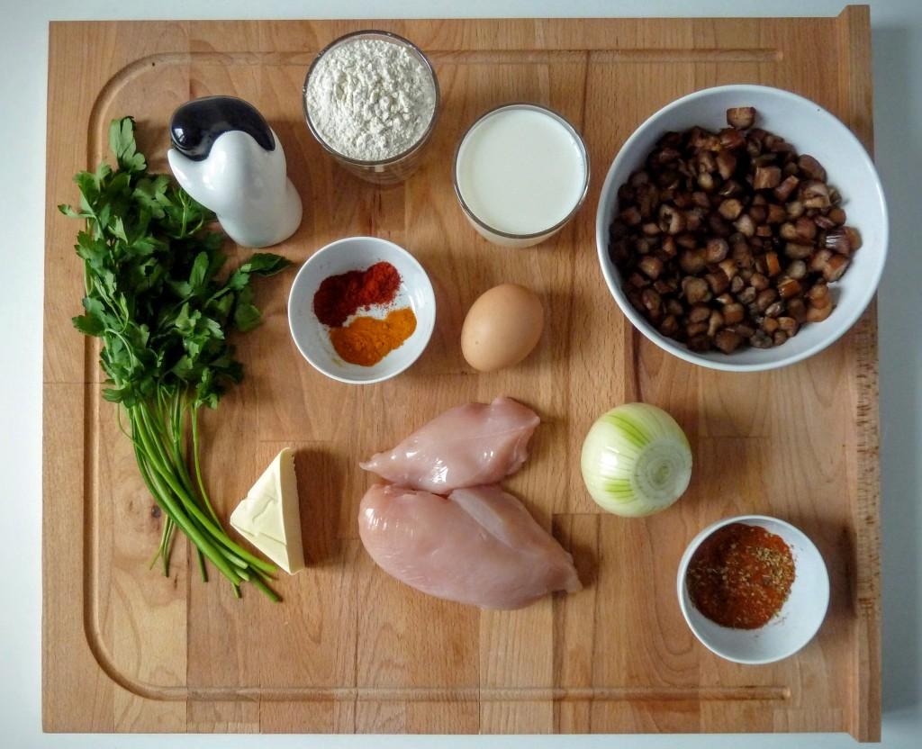 nalesniki z kurczakiem i grzybami podane z sosem czosnkowym i chutneyem skladniki