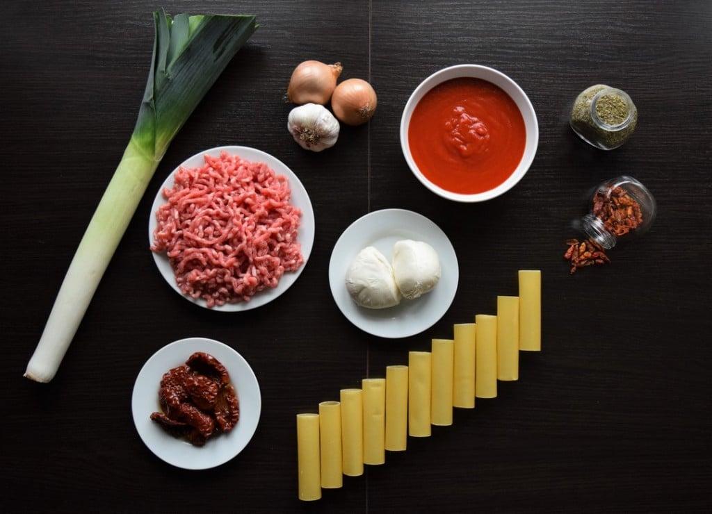 cannelloni z miesem mielonym czerwonym pesto i porem w sosie pomidorowym skladniki