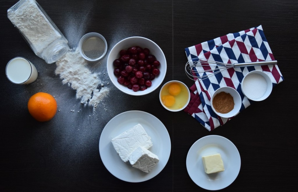 nalesniki z serem cynamonem i sosem wisniowym skladniki
