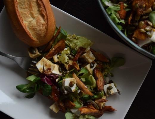 salatka z kurczakiem serem pestkami dyni glowne