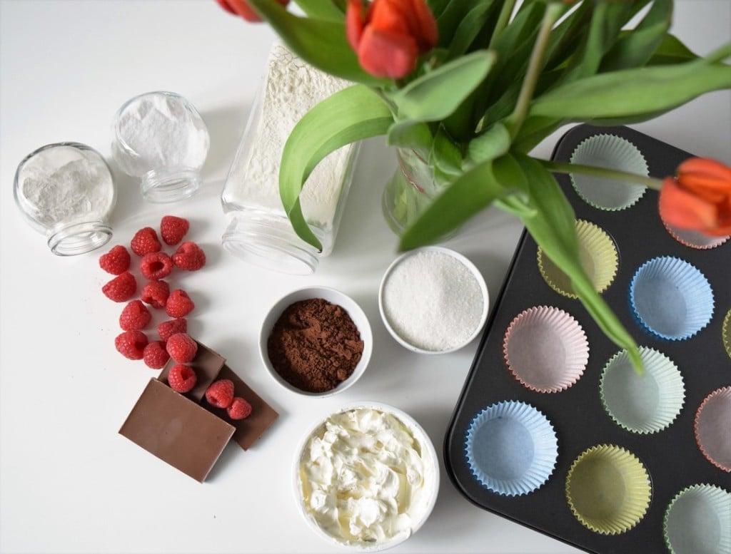 czekoladowe muffiny z malinami i serkiem mascarpone skladniki