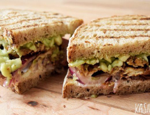 sandwich z indykiem widok z boku