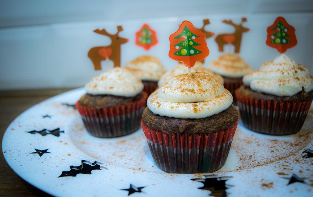 piernikowe muffiny zdjecie glowne z boku