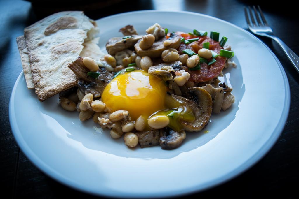 meksykanskie sniadanie z patelni na talerzu