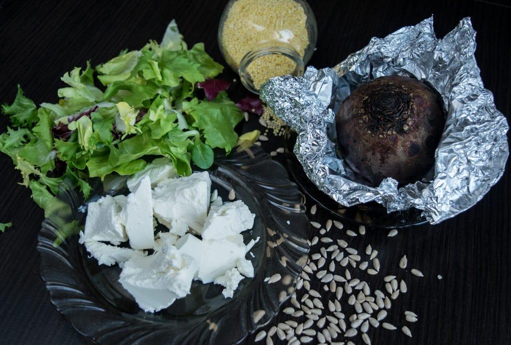 sałatka z kaszą jaglaną i pieczonym burakiem składniki