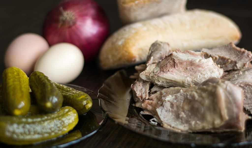 sandwich z indykiem jajkiem i domowym majonezem składniki