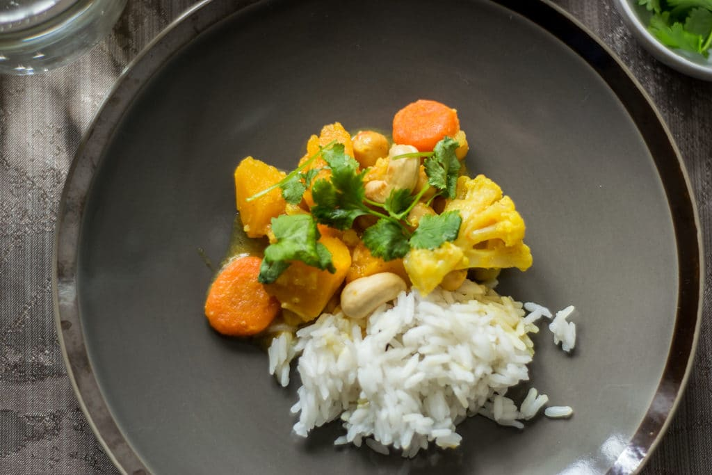 warzywne curry zblizenie na talerzu