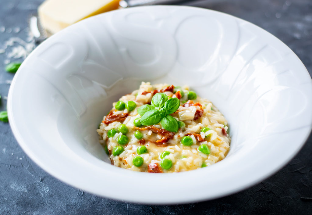 risotto z suszonymi pomidorami i groszkiem zdjęcie główne