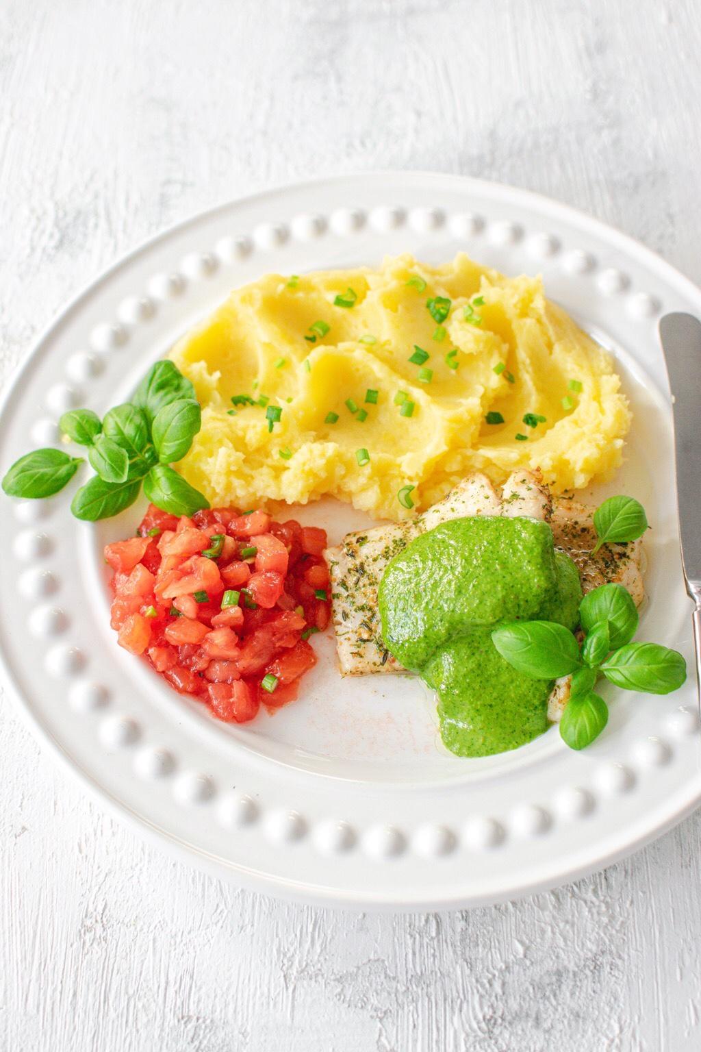 Ryba-pesto-salsa-pomidorowa