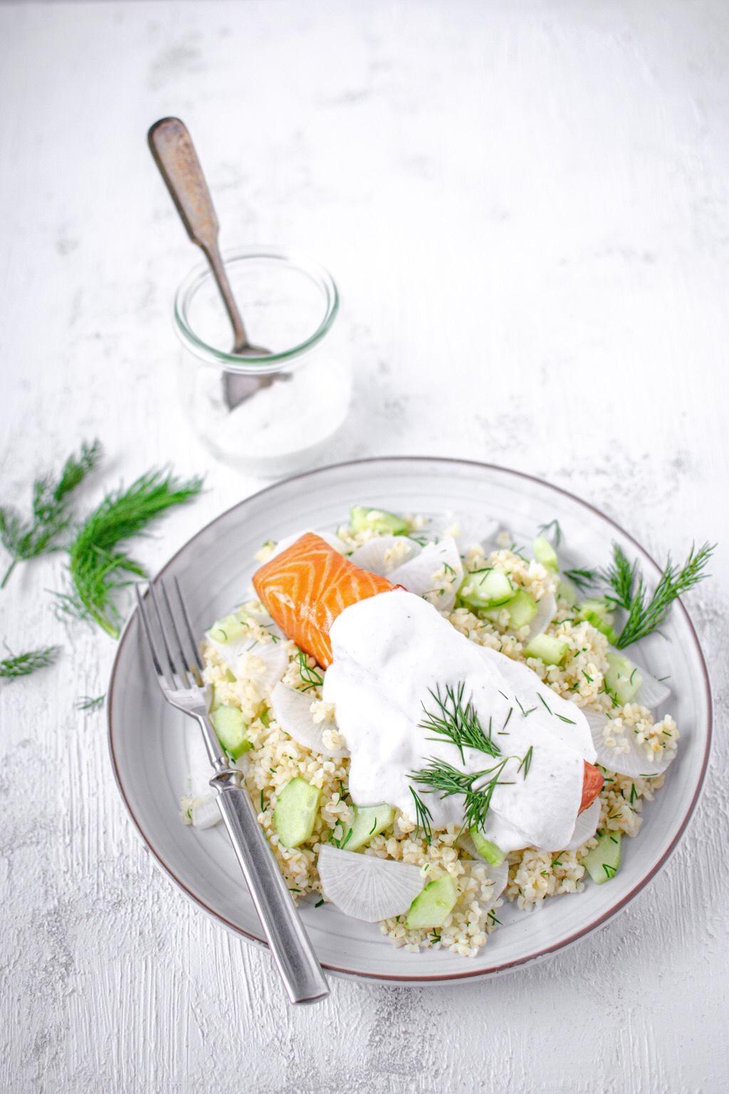 Salatka-kasza-bulgur-łosoś